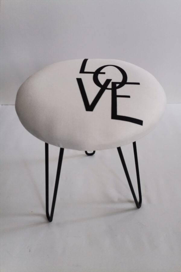 love baskılı puf
